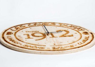Caves Dufay horloge bois gravure laser